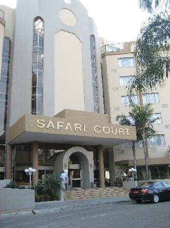Safari Court Hotel: Safari Court entrance