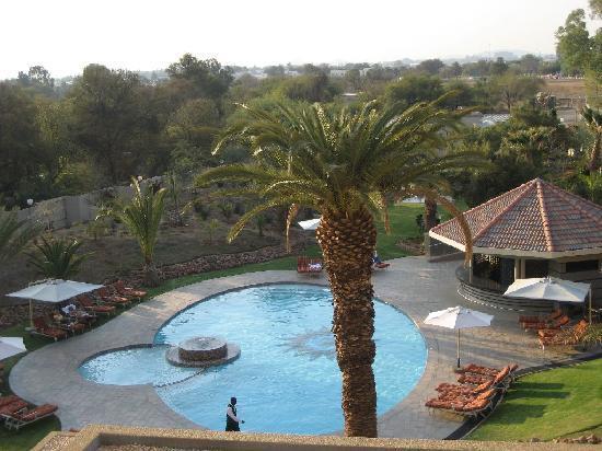 Safari Court Hotel: Pool