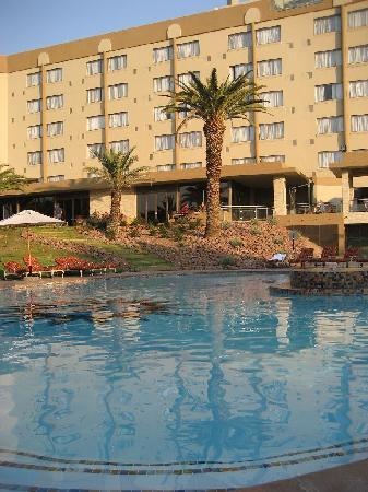 Safari Court Hotel: Pool