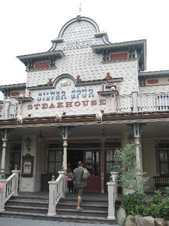 Silver Spur Steakhouse: Restaurant exterior.