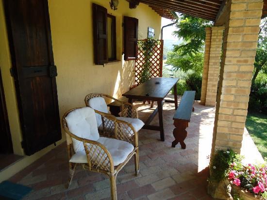 Agriturismo ColleParadiso: Relax sul Portico