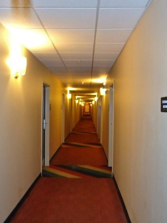 Extended Stay America - Chicago - Skokie: Hallway