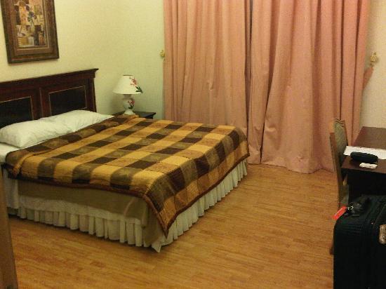 Landmark Suites Bahrain : Large Bedroom