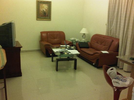 Landmark Suites Bahrain : Large Lounge