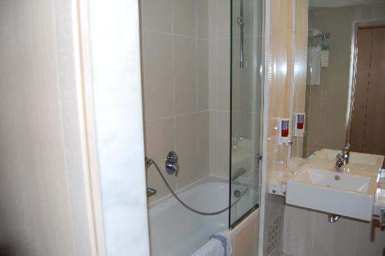 Salle de bain foto van sunconnect zorbas village agkisaras tripadvisor - Fotos van salle d eau ...