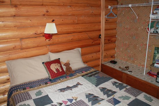 Pippin Lake Bed and Breakfast: The bedroom