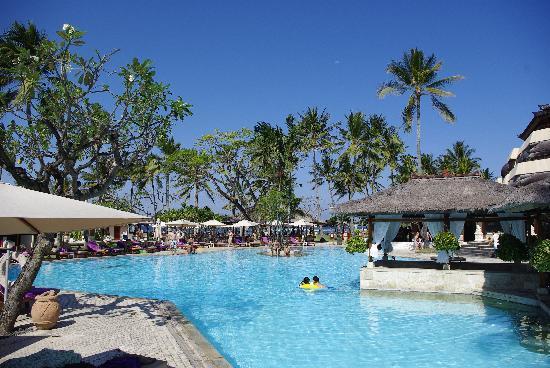 Nusa Dua Beach Hotel & Spa: One of the pools