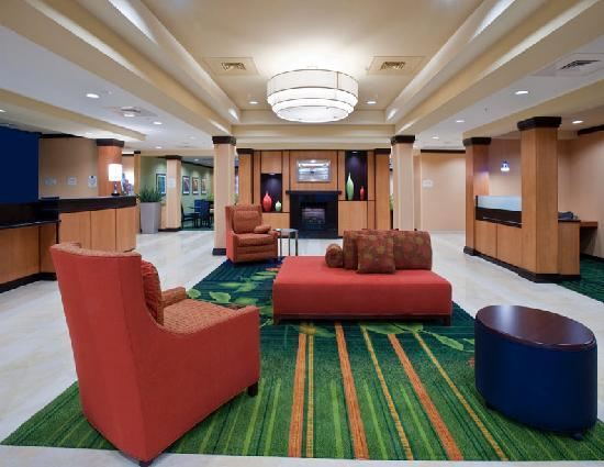 Fairfield Inn & Suites Albany: Lobby