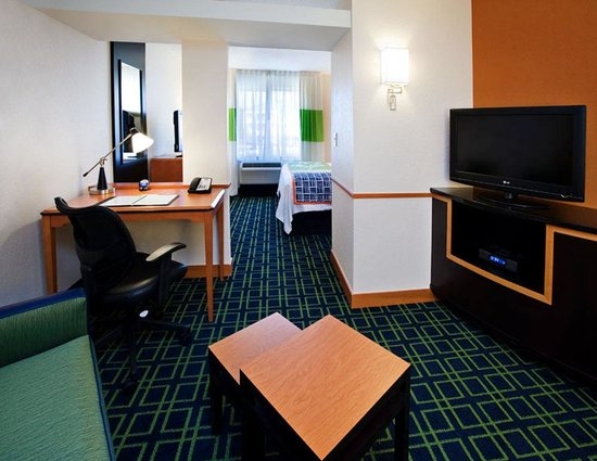 Fairfield Inn & Suites Albany: King Suite Living Area