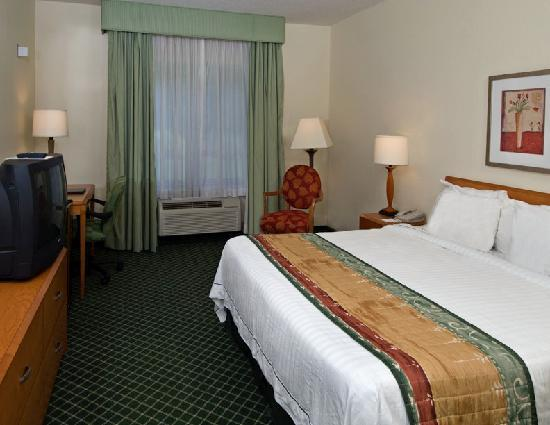 Fairfield Inn & Suites Columbus: King Guest Room