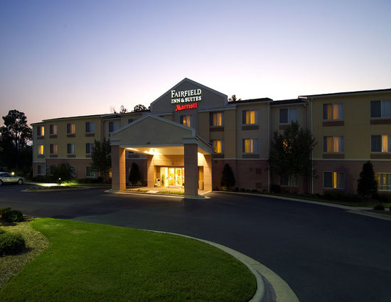 Fairfield Inn & Suites Columbus: Hotel Exterior