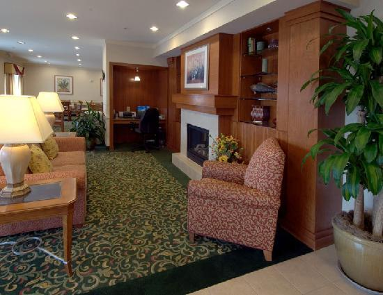 Fairfield Inn & Suites Columbus: Lobby