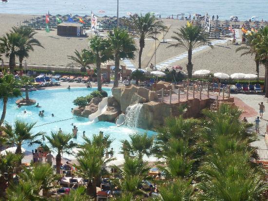 Piscina toboganes palmeral picture of playaluna hotel for Toboganes para piscinas