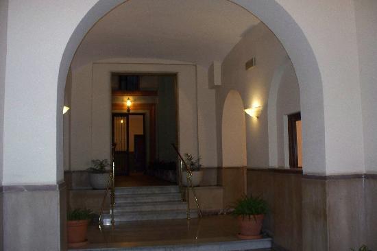 Amalia Hotel: Entrance