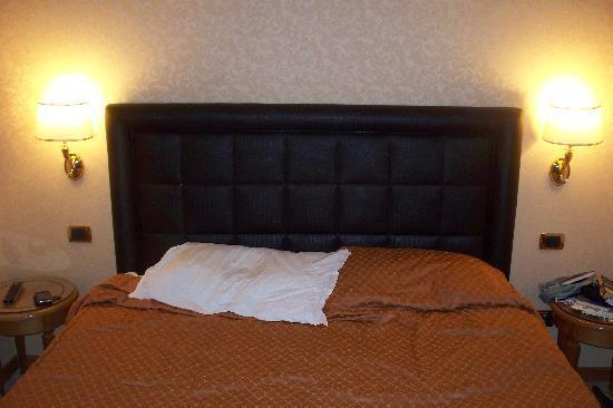 Amalia Hotel: Bed 2