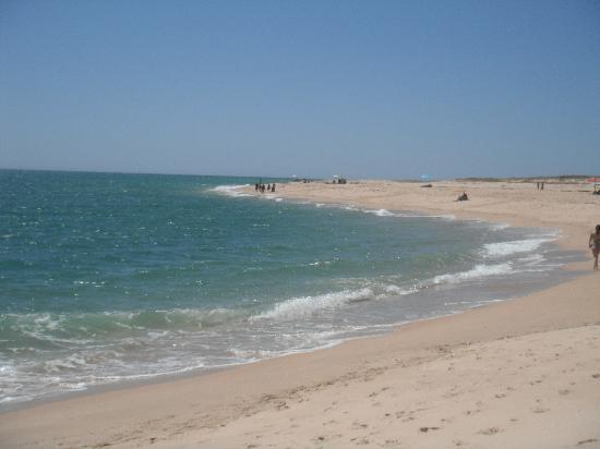 Real Marina Hotel & Spa: deserta island beach