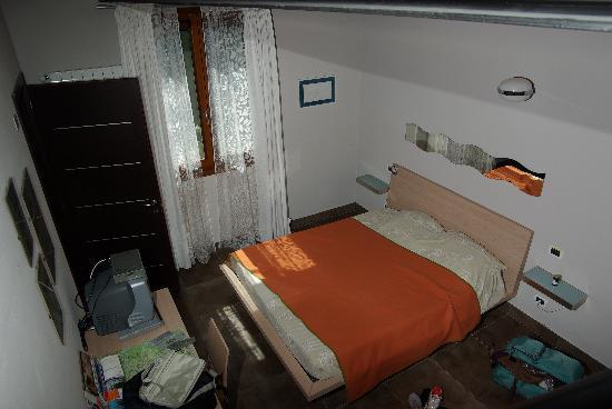 Bed and Breakfast Flumen: La camera da letto vista dal soppalco