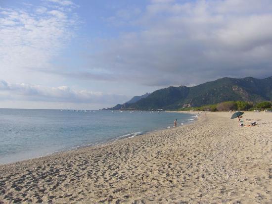 Rejna Residence Hotel : spiaggia di Museddu (mattina presto)