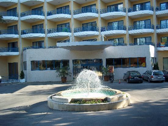 Grifid Hotel Arabella : enterance
