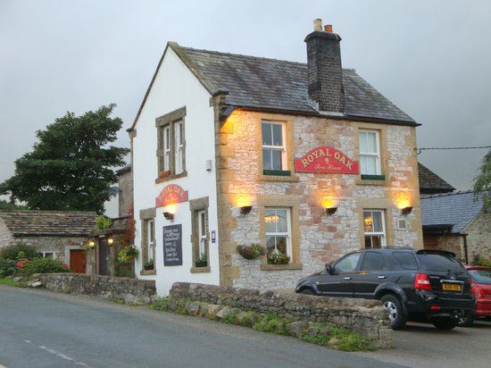 The Royal Oak: A warm place on a chilly, damp evening.