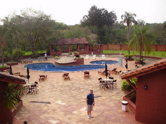 Marcopolo Suites Iguazu: PILETA Y PARQUE