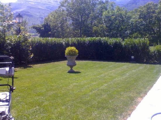 Casona de Quintana: jardín exterior del salón central