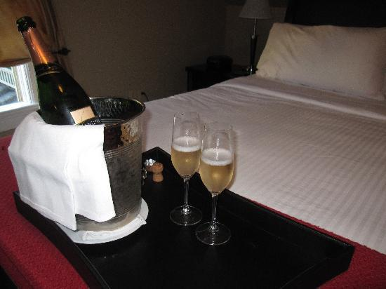 The Chanric Inn: Champagne with the Romance Package
