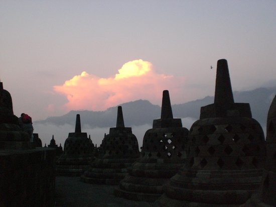 ‪Borobudur Tours & Travel‬