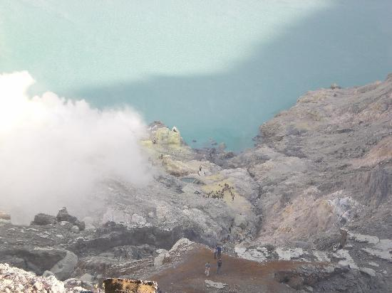 Borobudur Tours & Travel: Sulphur mine in crater
