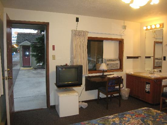 Alpine Motel: Refrig/TV/Desk