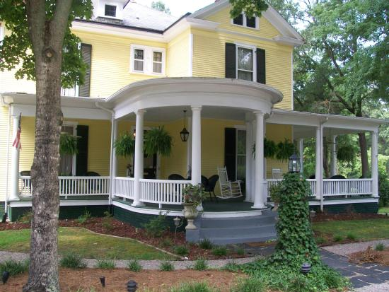 Ivy Bed and Breakfast : Beautiful, historic Ivy B&B on Main Street