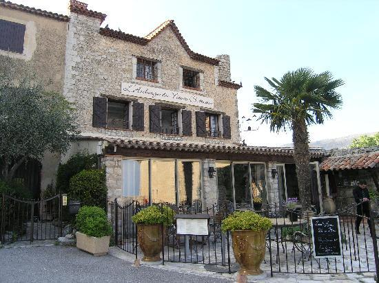 Auberge du Vieux Château : View of restaurant and hotel