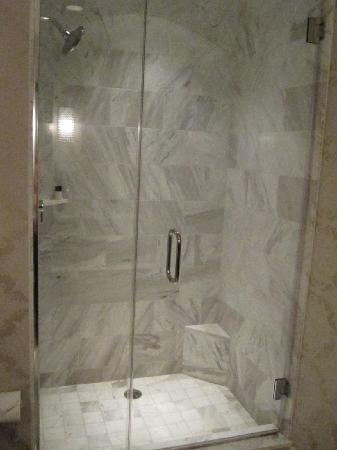 The Nines, a Luxury Collection Hotel, Portland: shower