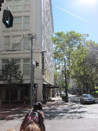 The Nines, a Luxury Collection Hotel, Portland: hotel from the street
