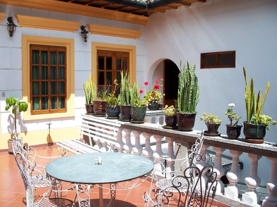 Hotel San Francisco de Quito: Sitting Area on way to Rooftop Patio