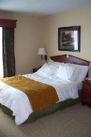 GrandStay Residential Suites Hotel Eau Claire : Super cozy bed, theres another TV in bedroom too!