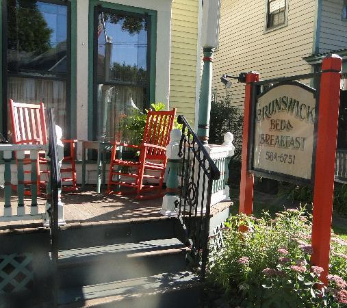 The Brunswick at Saratoga: Brunswick's Front Porch