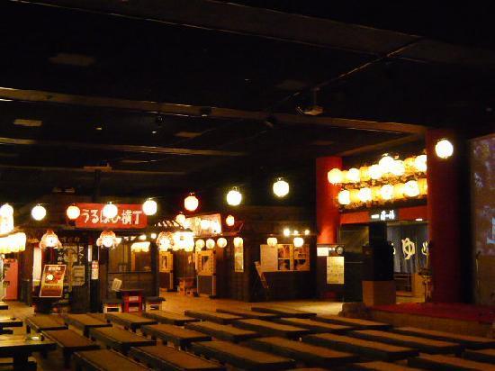 Misawa, Japan: ステージと夜店