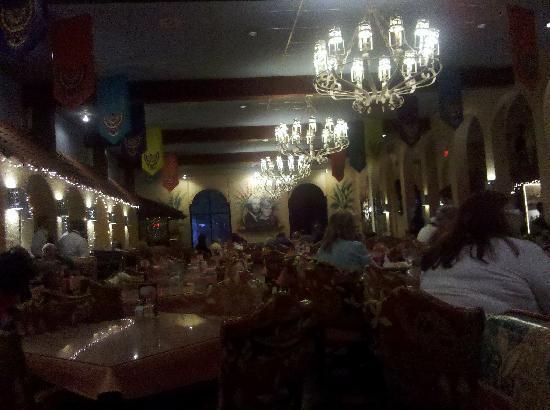 El Fenix Famous Mexican Restaurant: dining
