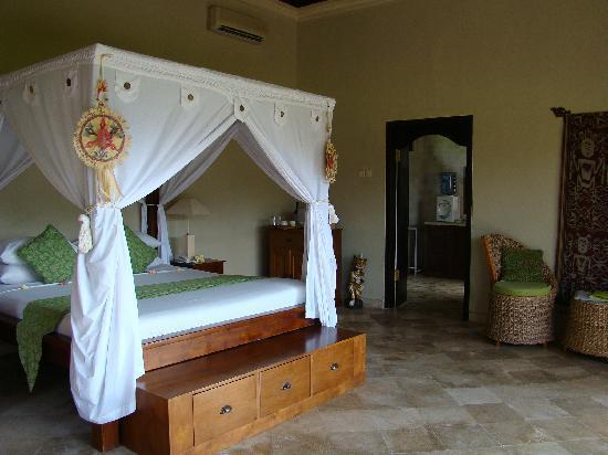 Mandala Desa: big bed....
