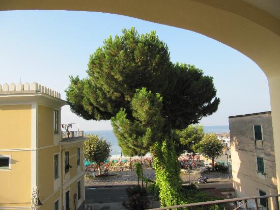 Hotel San Francesco: vista da una stanza fronte mare