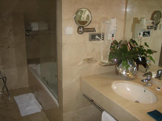 Hotel Preciados: Bathroom