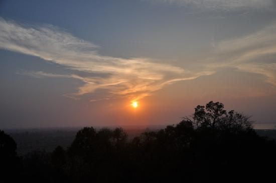 Skyway Hotel: Sunset on Bakeng Mountain