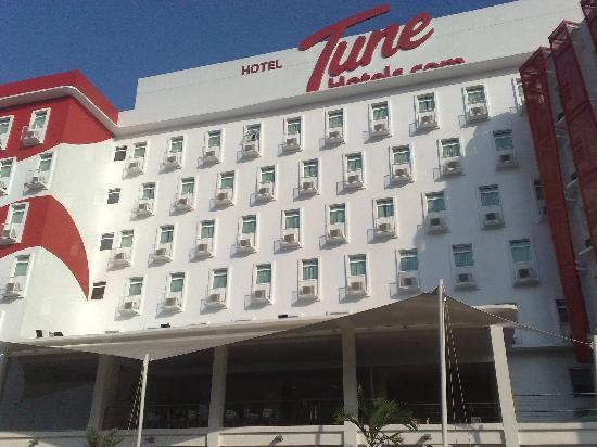 Tune Hotel Danga Bay: Hotel Front View