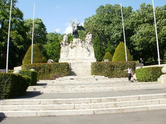 Béziers, Frankreich: le Parc  face à la gare