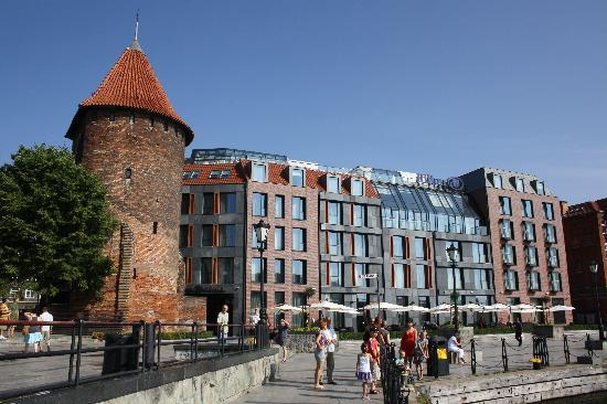 Hilton Gdansk: fachada del hotel