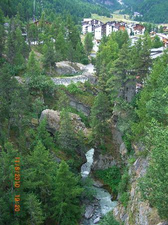 Saas-Fee, Schweiz: The river and the village