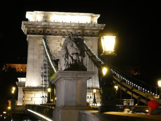 บูดาเปสต์, ฮังการี: Kettenbrücke in Budapest