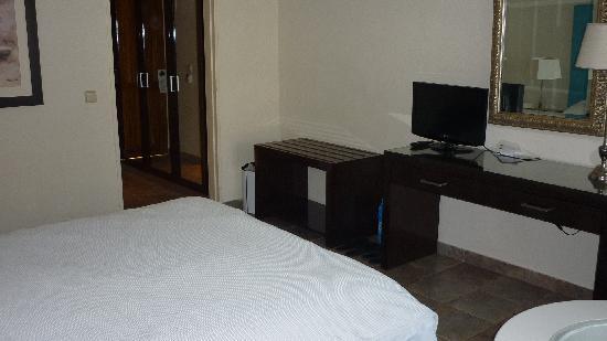 Skiathos Princess Hotel : Standard Room (garden view, not sea)