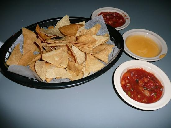Calvillo's Mexican Restaurant : Tortilla Chips & Salsa
